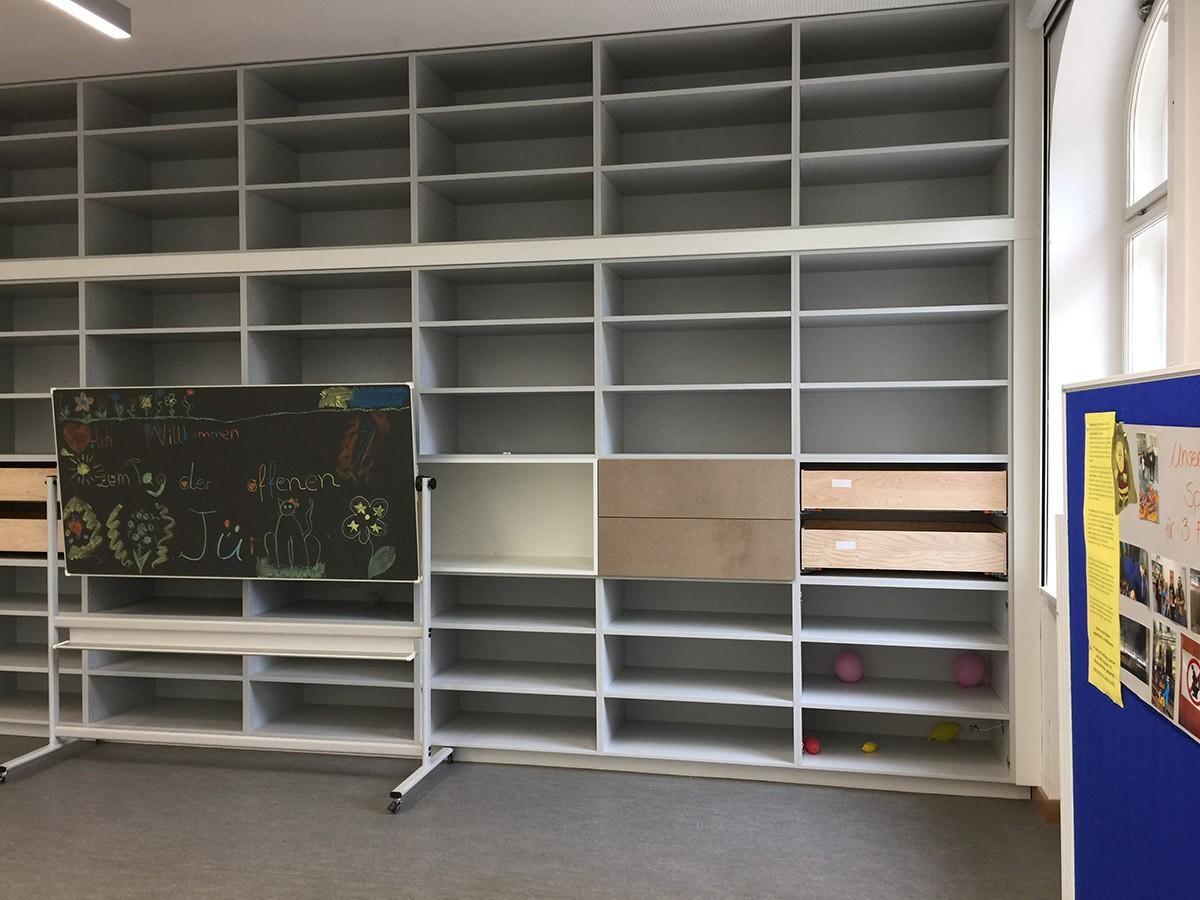 Einbauschrank-Kindergarten-weiss