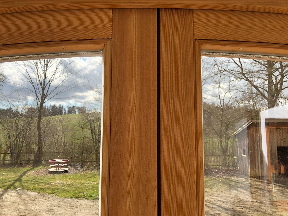 Holzfenster-Fichte-hell-gebiezt