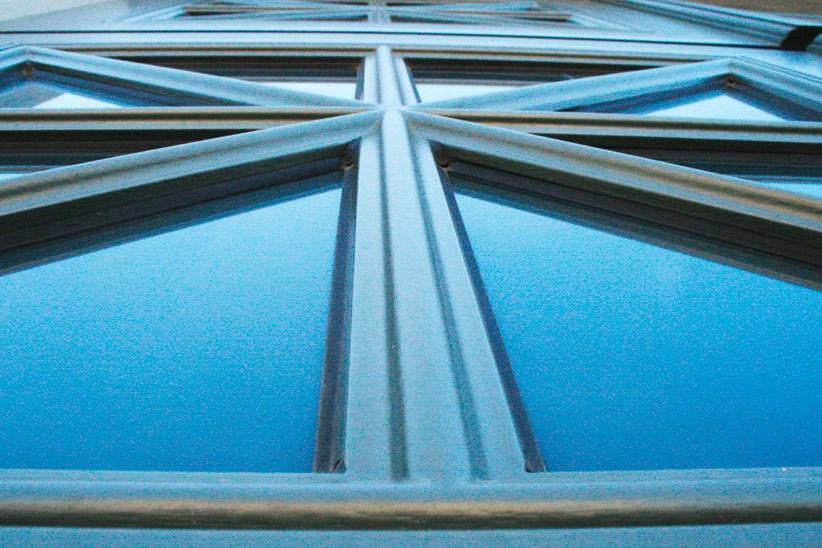 Sprossen-in-Fenstertuere-aus-Massivholz