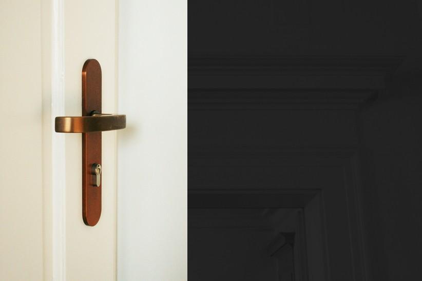 Bronzedrücker-Fsb-an-150-Jahre-alter-Türe