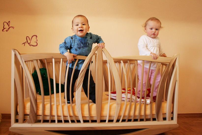 Kinderbett-aus-Massivholz-Yellowpoplar