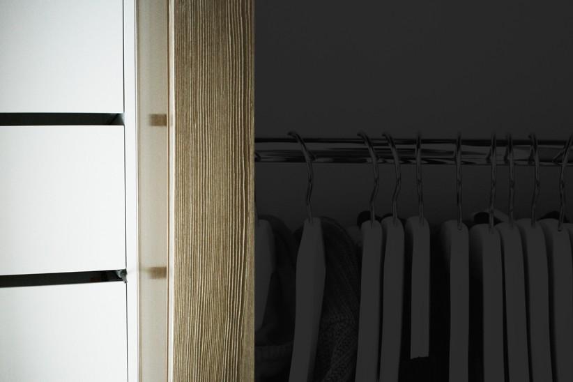 weiss-lackierte-Schuebe-in-Kleiderschrank-integriert