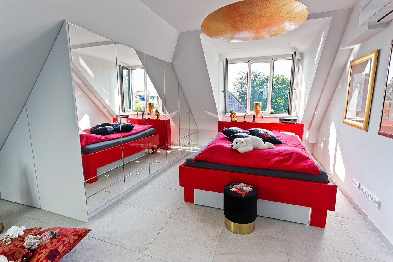 Schiebetuerenschrank-Schlafzimmer-Dachschraege-Gaube